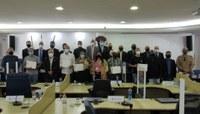 Câmara homenageia profissionais de destaque em Cachoeiro