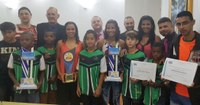 Campeões de futsal recebem homenagem