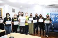 Escola do Legislativo entrega certificados de participação em curso