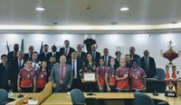 Futsal feminino recebe homenagem