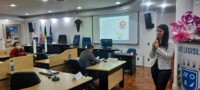 Outubro Rosa: servidores assistem a palestra sobre alimentação saudável