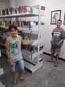 Adolescentes visitam biblioteca da Câmara